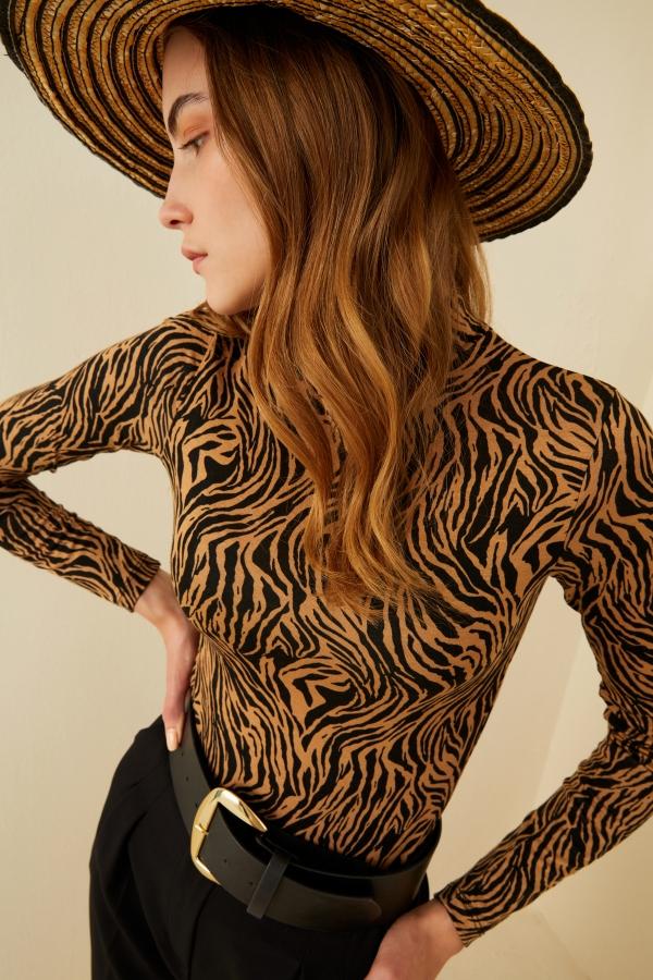 Beyaz Garfield Baskılı Yırtmaçlı Oversize Tshirt