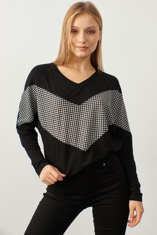 Kadın Siyah V Yaka Kazayağı Garnili Bluz