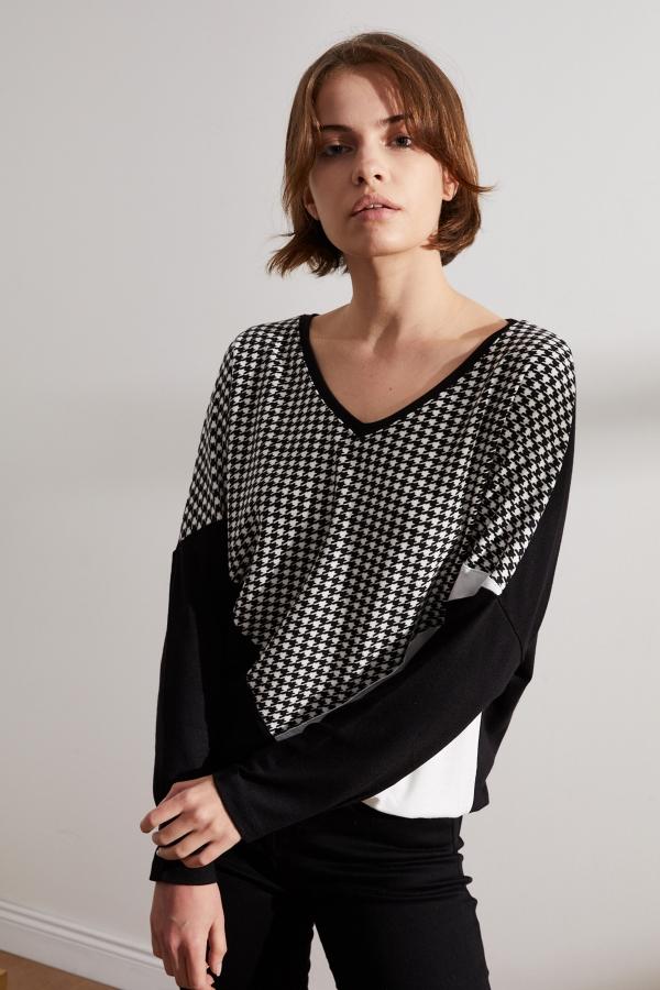 Kadın Siyah-Beyaz Kazayağı Parçalı Bluz