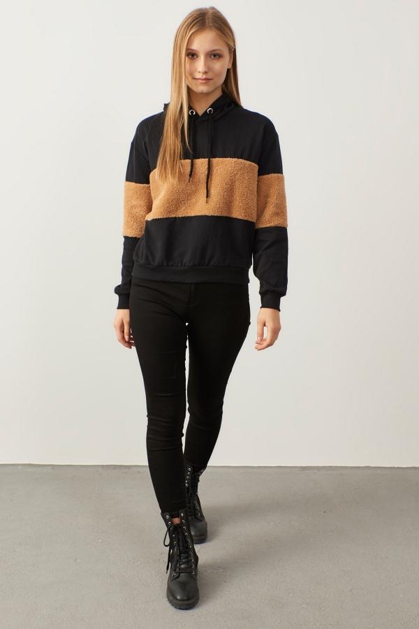 Siyah Kapüşonlu Peluş Detaylı Sweatshirt